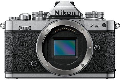 Bild Technisch entspricht die Nikon Z fc weitgehend der Z 50. Das betrifft insbesondere den 20 Megapixel auflösenden APS-C-Sensor mit seinen 209 Phasen-AF-Punkten und der 4K-Videoaufnahmefähigkeit. [Foto: Nikon]