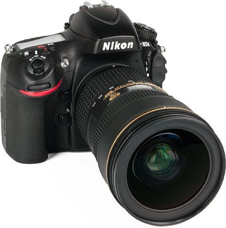 Bild Selbst an der D800E wirkt das neueAF-S Nikkor 24-70 mm 1:2.8E ED VR sehr groß. Kein Wunder, es ist fast 16 Zentimeter lang und gut zwei Zentimeter länger als das Vorgängermodell. Über zwei Kilogramm bringt die abgebildete Kombi auf die Waage. [Foto: MediaNord]