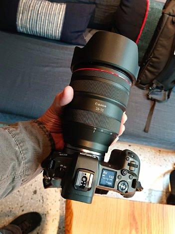 Bild Ganz schöner Brummer: Das durchgängig F2 lichtstarke 28-70mm-Zoom von Canon wiegt fast 1,5 kg (ohne Kamera) und kostet über 3.000 Euro. [Foto: MediaNord]