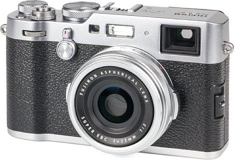 Bild Man könnte die klassische Fujifilm X100F glatt für eine Leica halten. Sie ist ebenso hochwertig, technisch aber auf aktuellem Stand und das zu einem leistbaren Preis, auch wenn dieser in jeder Generation gestiegen ist. [Foto: MediaNord]