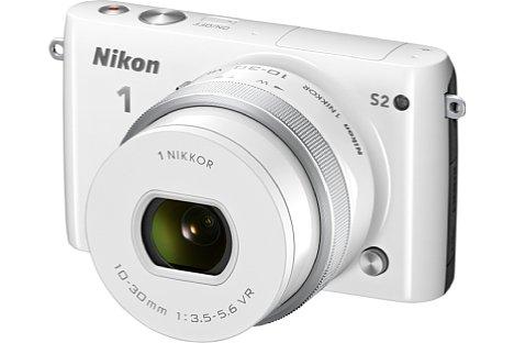 Bild Ebenfalls ab September 2014 erhältlich war die Nikon 1 S2 aus der S-Einsteigerserie des Nikon-1-Systems. Auch hier kam wieder der Sensor der Vorgängergeneration zum Einsatz (mit 14 Megapixeln). [Foto: Nikon]