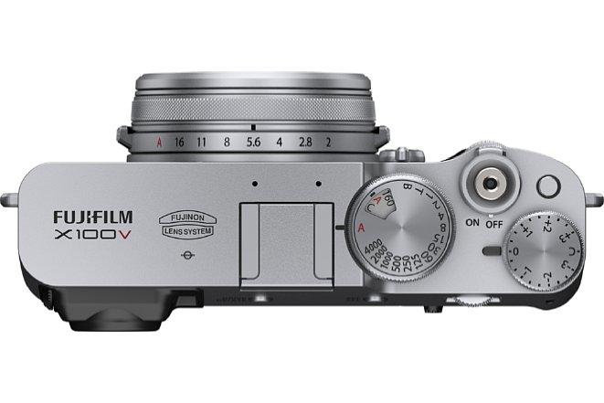Bild Die Belichtungsparameter (Blende, Belichtungszeit, ISO-Empfindlichkeit und Belichtungskorrektur) der Fujifilm X100V werden ganz klassisch über Drehräder und Ringe eingestellt. [Foto: Fujifilm]