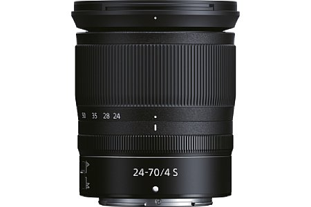 """Bild Dank des Einfahrmechanismus lässt sich das Nikon Z 24-70 mm 1:4 S zum Transport sehr kompakt """"zusammenfalten"""". [Foto: Nikon]"""