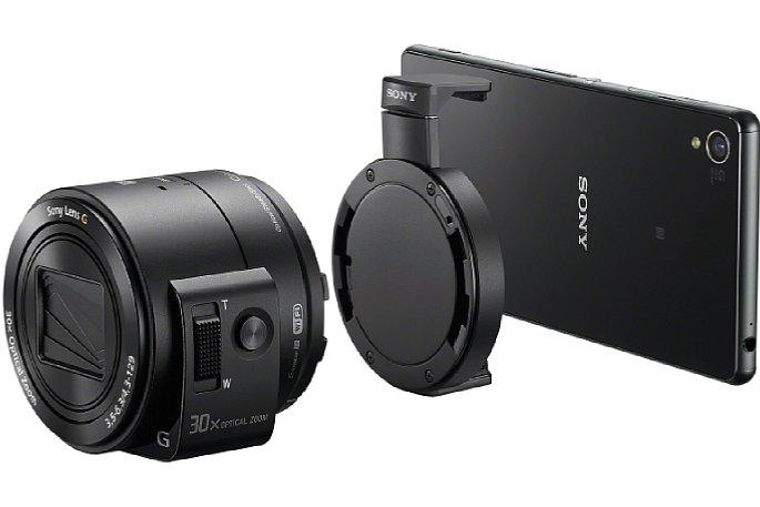 Bild Mit der Klemm-Halterung wird die Sony DSC-QX30 am Smartphone befestigt. [Foto: Sony]