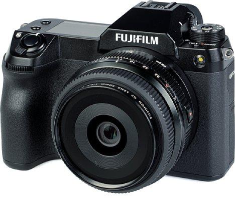 Bild Die Fujifilm GFX100S ist zusammen mit dem GF 50 mm F3.5 R LM WR eine sehr kompakte, unter 1,3 Kilogramm schwere Kombination mit einer von F5,6 bis F11 sehr hohen Bildqualität. [Foto: MediaNord]