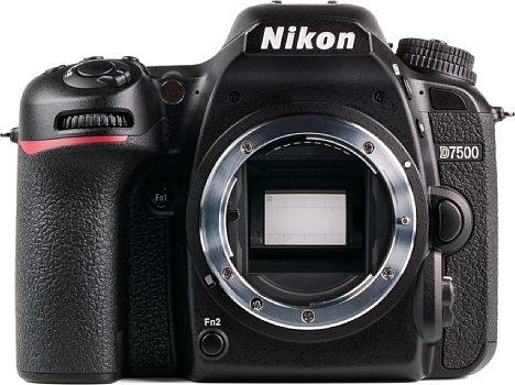 Bild Von der D500 geerbt hat die Nikon D7500 den 20 Megapixel auflösenden APS-C-Sensor mit bis zu ISO 1.684.000. Brauchbar sind Aufnahmen oberhalb ISO 204.800 aber nicht. Sehr gute Bilder gibt's bis ISO 3.200. [Foto: MediaNord]