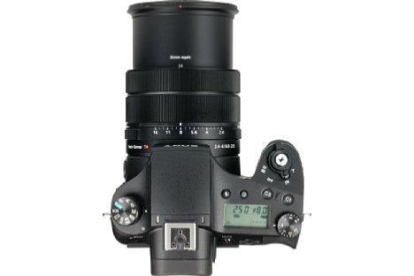 Bild Das Objektiv der Sony DSC-RX10 III bietet gleich drei elektronische Einstellringe, mit denen sich Fokus, Brennweite und Blende verstellen lassen. [Foto: MediaNord]