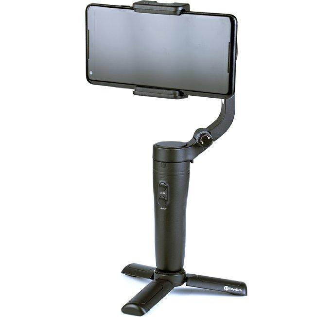 Bild Der FeiyuTech VLOGpocket wird mit einem kleinen Standfuß geliefert, der auf der Unterseite in das 1/4-Zoll-Kameragewinde geschraubt wird und ausreichend sicheren Stand für den kleinen, leichten Gimbal bietet. [Foto: MediaNord]