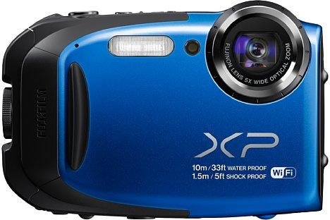 """Bild Die Fujifilm FinePix XP70 ist bis zehn Meter wasserdicht und kombiniert ein bildstabilisiertes optisches Fünffachzoom (28-140mm KB) mit einem 16 Megapixel auflösenden 1/2,3"""" CMOS-Sensor. [Foto: Fujifilm]"""