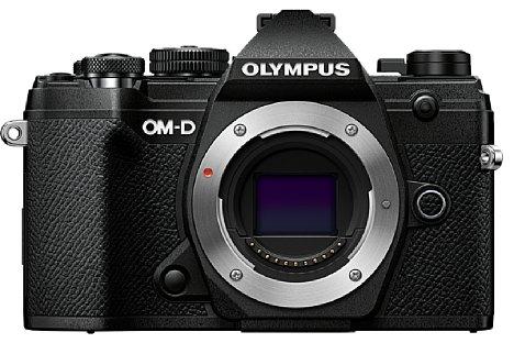 Bild In der Olympus OM-D E-M5 Mark III kommt ein 20 Megapixel auflösender Micro-Four-Thirds-Sensor zum Einsatz, der auch 4K-Videos aufnehmen kann. 121 Phasen-AF-Kreuzsensoren sind auf ihm integriert und sollen für einen zielgenauen Autofokus sorgen. [Foto: Olympus]