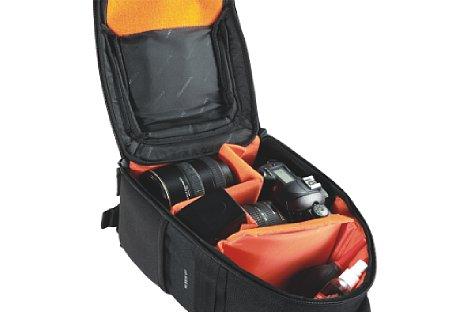 Bild Der Vanguard Up-Rise II 34 fass eine kleine SLR-Ausrüstung. Der Innenraum kann flexibel gestaltet werden. [Foto: Vanguard]