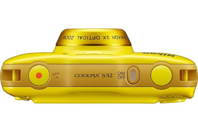 Bild Oben auf der Nikon Coolpix S32 gibt es den Ein/Aus-Schalter mit Kontrollleuchte sowie jeweils einen Auslöser für Video und Foto. [Foto: Nikon]