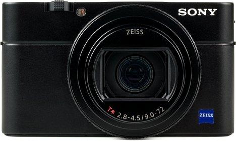 Bild Das Gehäuse der Sony RX100 VI bietet auf der Vorderseite keinerlei Griff für einen ergonomischen Halt. [Foto: MediaNord]