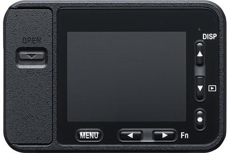 Bild Links neben dem Monitor derSony DSC-RX0 sitzt die wasserdichte Klappe für die Anschlüsse, unter dem Monitor und rechts davon die kleinen Tasten zur Menüsteuerung. Durch dieses Bauweise bleibt nur Platz für einen winzigen 1,5-Zoll-Monitor. [Foto: Sony]