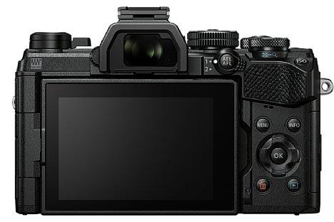 Bild Die Olympus OM-D E-M5 Mark III besitzt einen schwenk- und drehbaren Touchscreen, neu ist die Daumenmulde auf der Rückseite für einen sichereren Halt. [Foto: Olympus]