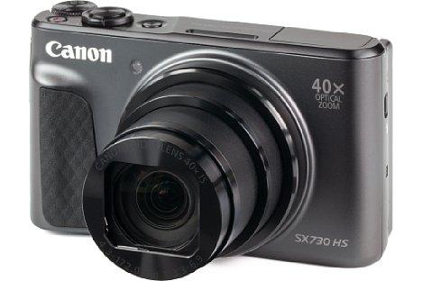 Bild Das handliche Gehäuse der Canon PowerShot SX730 HS liegt auch in großen Händen erstaunlich gut. [Foto: MediaNord]
