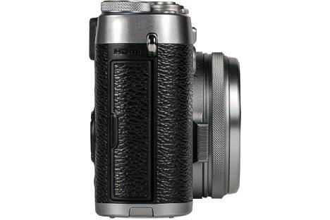 Bild Hinter der Schnittstellenklappe auf der rechten Seite der Fujifilm X100T verbergen sich die Anschlüsse für HDMI, USB und Mikrofon. [Foto: MediaNord]