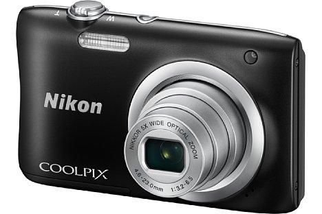 """Bild Die Nikon Coolpix A100 kombiniert ein Fünffachzoom von 26 bis 130 Millimeter entsprechend Kleinbild mit einem 20 Megapixel auflösenden 1/2,3"""" CCD-Sensor. [Foto: Nikon]"""