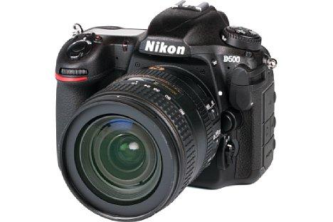 Bild Die Nikon D500, hier mit dem 16-80mm, erlaubt eine einfache Autofokus-Feinkorrektur, wenn man denn die Tastenkombination kennt.Im sonst sehr guten und ausführlichen Handbuch wird die Funktion nämlich nicht beschrieben. [Foto: MediaNord]