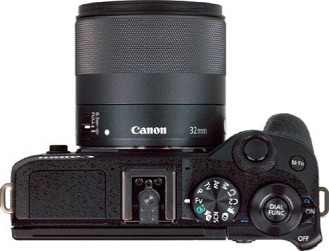 Bild Das EF-M 32 mm 1.4 STM gehört leider nicht zu dem subtilen Pancake-Objektiven. [Foto: MediaNord]