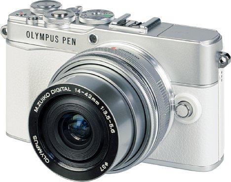 """Bild Die Olympus Pen E-P7 ist in silber mit weißer oder schwarzer """"Belederung"""" zu haben. [Foto: MediaNord]"""