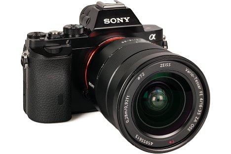 Bild Auch wenn das 16-35 schwerer als die Sony Alpha 7R ist, passt die Kombination vom Handling her gut zusammen. [Foto: MediaNord]