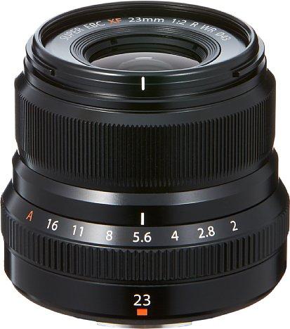 Bild Trotz Metallgehäuse und Wetterschutz wiegt das Fujifilm XF 23 mm F2 R WR lediglich 180 Gramm. Auch der Preis ist mit 500 Euro für das Gebotene nicht zu hoch angesetzt. [Foto: Fujifilm]