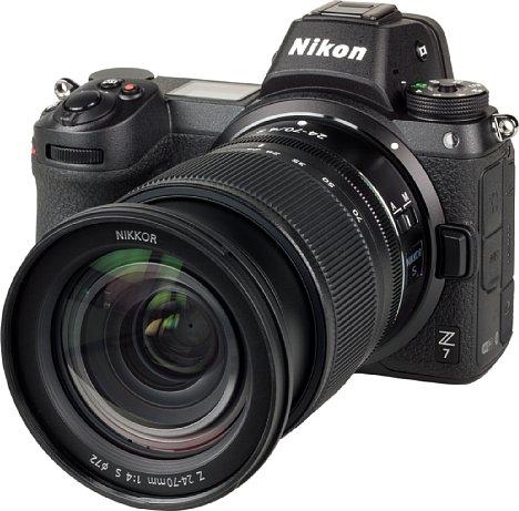 """Bild Das NikkorZ 24-70 mm F4 S ist ein """"expandable"""". Bereits für die Weitwinkelstellung muss es ein Stück weit ausgefahren werden. Zum Transport wird es eingefahren, so dass es dann möglichst kompakt ist. [Foto: MediaNord]"""