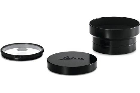 Bild Zum Lieferumfang des Leica Thambar-M 1:2,2/90 gehören neben dem Objektivköcher auch (von links nach rechts) die Zentralblende, der Objektivdeckel sowie die Streulichtblende. [Foto: Leica]