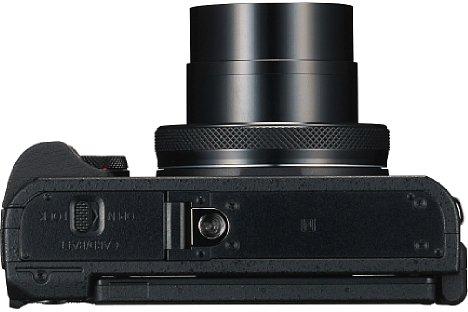 Bild Für ein Stativgewinde in der optischen Achse hat es bei der Canon PowerShot G5 X leider nicht mehr gereicht. [Foto: Canon]