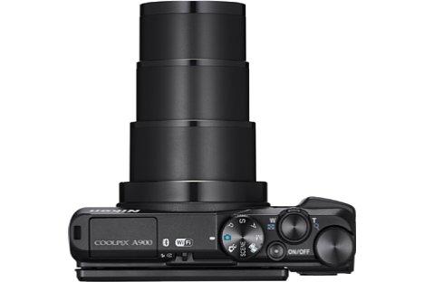 Bild Im 40 Millimeter flachen Gehäuse bringt die Nikon Coolpix A900 ein beachtliches 35-fach-Zoom von 24 bis 840 Millimeter (KB) unter. [Foto: Nikon]