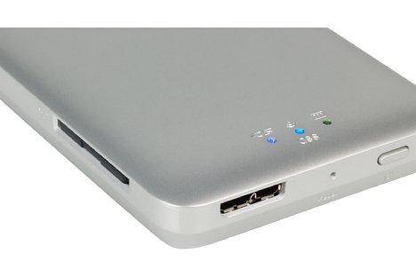 Bild Ganz eingesteckt verschwindet die Speicherkarte vollständig im SD-Card-Slot der Toshiba Canvio AeroMobile Wireless SSD. [Foto: MediaNord]