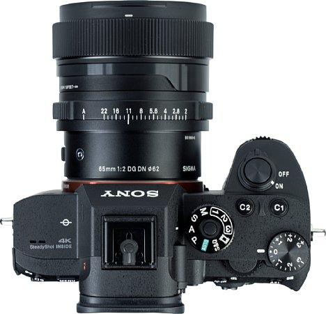 Bild Das Sigma 65 mm F2 DG DN Contemporary zeigt an der Sony Alpha 7R III bereits ab Offenblende eine hohe Auflösung, verzeichnet aber ungewöhnlich stark. [Foto: MediaNord]