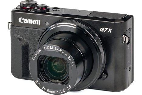 Bild Im knapp 4,1 Zentimeter dicken Gehäuse bringt die Canon PowerShot G7 X Mark II sogar ein lichtstarkes 24-100mm-Zoom unter und bietet damit etwas mehr Brennweite als die gleich große Konkurrenz. [Foto: MediaNord]