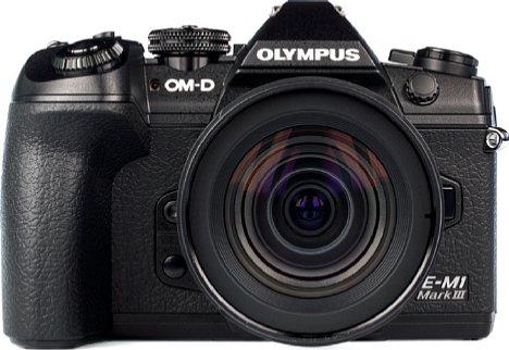 Bild Das 12-45 mm Pro wirkt wohlproportioniert an derOlympus OM-D E-M1 Mark III. [Foto: MediaNord]