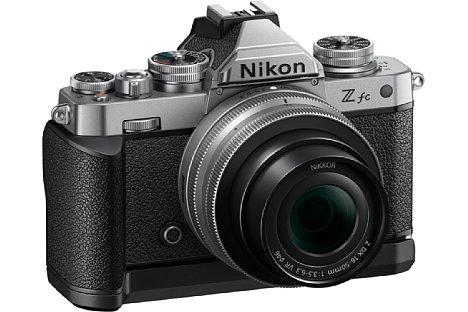Bild Mit der ab September 2021 für knapp 130 Euro erhältlichen Grifferweiterung GR-1 dürfte die Nikon Z fc an Ergonomie gewinnen. [Foto: Nikon]