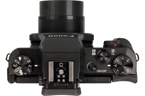Bild Die Canon PowerShot G5 X bietet neben einem Blitzschuh auch zahlreiche Einstellräder. [Foto: MediaNord]
