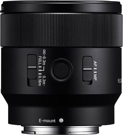 Bild Mit AF-MF-Schalter, Fokusbegrenzer und Funktionstaste ist das Sony FE 50 mm F2.8 Macro reichhaltig ausgestattet. [Foto: Sony]
