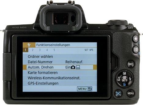 Bild Der rückwärtige Touchscreen der Canon EOS M50 bietet nicht nur eine flexible Beweglichkeit, sondern leuchtet auf Wunsch auch sehr hell. [Foto: MediaNord]