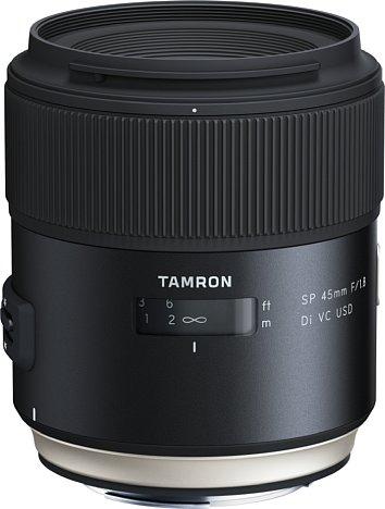 Bild Das Tamron SP 45 mm F1.8 Di VC USD besitzt zwar ein recht voluminöses, dafür aber auch sehr robust wirkendes Gehäuse, das sogar über einen Spritzwasser- und Staubschutz verfügt. [Foto: Tamron]