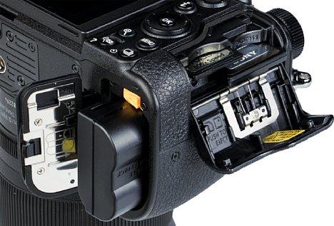 Bild Der mitgelieferte Akku NikonEN-EL15c kann (wie auch der kompatible EN-EL15b) direkt in der Kamera geladen werden. Die älteren TypenEN-EL15 undEN-EL15a passen auch, können aber nur in der mitgelieferten Ladeschale geladen werden. [Foto: MediaNord]