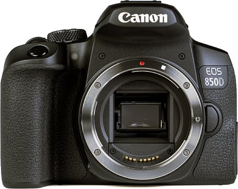 Bild Das Bajonett der Canon EOS 850D ist aus Metall gefertigt. [Foto: MediaNord]