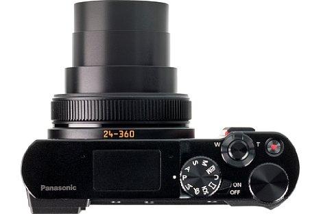 """Bild In minimaler Arbeitsposition der Brennweite beträgt die Tiefe der Kamera etwa 8,5 cm. Die """"Fugen"""" des Blitzgerätes sind ebenfalls zu erkennen. [Foto: MediaNord]"""