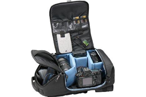 Bild Der Cullmann Como CrossPack 300 verfügt über ein Kamerafach mit Zubehörtaschen und ein Daypack-Fach für Proviant oder andere persönliche Gegenstände.  [Foto: Cullmann]