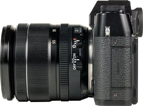 Bild Hinter der kleinen Schnittstellenklappe der Fujifilm X-T30 verbergen sich ebenso kleine Anschlüsse, etwa HDMI in der Micro-Variante oder der Mikrofon-Klinkenanschluss in der 2,5mm-Version. Sehr modern ist die USB-C-Schnittstelle. [Foto: MediaNord]