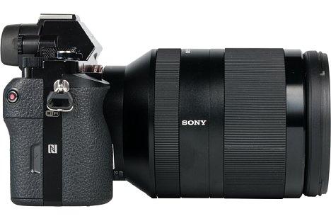 Bild Das SEL-24-240 ist nicht gerade ein kompaktes Objektiv. Eingezoomt auf 24 Millimeter misst es fast zwölf Zentimeter, ... [Foto: MediaNord]