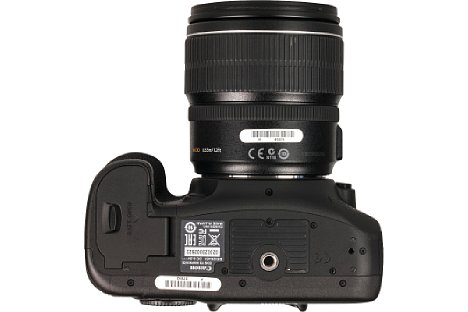 Bild Canon platziert bei der EOS 7D Mark II das Stativgewinde korrekt in der optischen Achse. [Foto: MediaNord]
