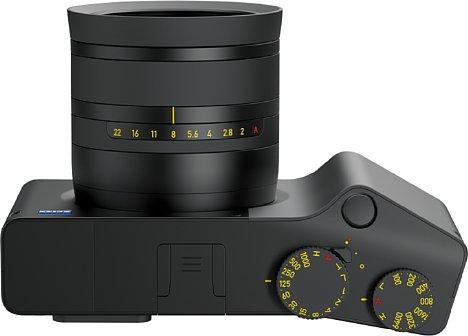 Bild Auch wenn die Bedienung der Zeiss ZX1 hauptsächlich über den Touchscreen erfolgt, können wichtige Aufnahmeparameter ganz klassisch über Bedienräder eingestellt werden. [Foto: Zeiss]
