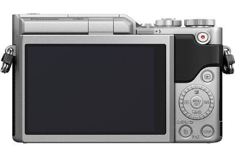Bild Der rückwärtige Touchscreen der Panasonic Lumix DC-GX880 lässt sich um 180 Grad nach oben klappen, was Selfie-Aufnahmen vereinfacht. [Foto: Panasonic]