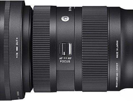 Bild Das Sigma 28-70 mm F2.8 DG DN Contemporary besitzt neben dem Fokus- sowie dem Zoomring einen AF-MF-Schalter. [Foto: Sigma]
